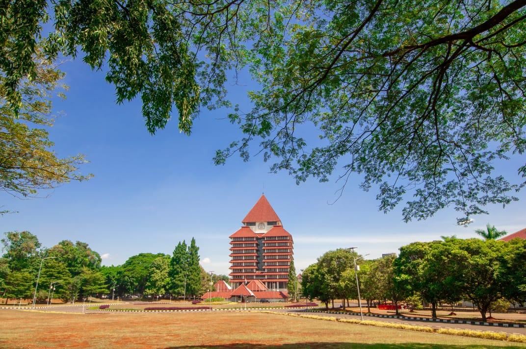 https: img.okezone.com content 2021 07 29 65 2447712 webometric-tempatkan-ui-jadi-kampus-terbaik-di-indonesia-dan-peringkat-9-di-asia-tenggara-4ZnDFuqElF.jpeg