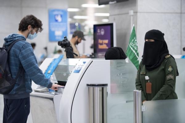 https: img.okezone.com content 2021 07 30 18 2448217 arab-saudi-buka-pintu-bagi-wisatawan-yang-divaksinasi-mulai-1-agustus-c56TAHwu9h.jpg