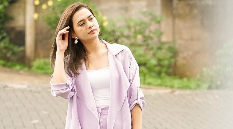 https: img.okezone.com content 2021 07 30 194 2448364 5-ootd-colorful-mayang-yudittia-pemeran-michi-ikatan-cinta-yang-cantik-FxqMcAFScy.jpg