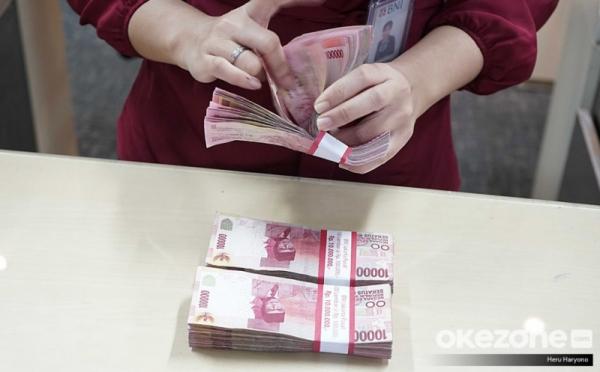 https: img.okezone.com content 2021 07 30 320 2448348 blt-subsidi-gaji-rp1-juta-masuk-ke-rekening-pekerja-E9YNGPsVTp.jpg