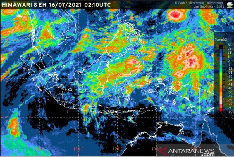 https: img.okezone.com content 2021 07 30 337 2448240 hujan-lebat-disertai-angin-kencang-intai-sejumlah-wilayah-di-indonesia-7JTUO4m8Z5.jpg