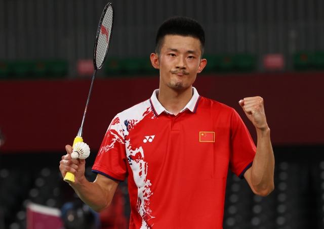 https: img.okezone.com content 2021 07 30 40 2448495 lee-chong-wei-kesal-chen-long-kembali-taklukkan-wakil-malaysia-di-cabor-bulu-tangkis-olimpiade-tokyo-2020-xcbsacUkw1.jpg