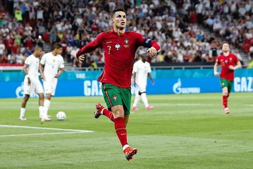 https: img.okezone.com content 2021 07 30 51 2448213 5-pesepakbola-bintang-yang-tampil-hebat-di-klub-dan-tim-nasional-nomor-1-si-raja-gol-8ESfu5ZzC3.jpg