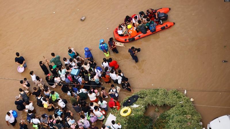 https: img.okezone.com content 2021 07 31 18 2448768 as-kecam-pelecehan-dan-intimidasi-terhadap-wartawan-asing-yang-meliput-banjir-di-china-flzJWkOqcJ.jpg