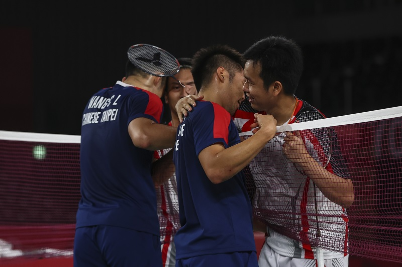 https: img.okezone.com content 2021 07 31 40 2448764 viral-video-lee-yang-wang-chi-lin-cium-tangan-ahsan-hendra-usai-laga-semifinal-olimpiade-tokyo-2020-QU3Dw62P9H.jpg
