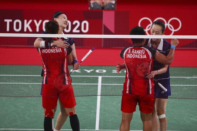 https: img.okezone.com content 2021 07 31 40 2448920 raket-pasangan-korea-hancur-saat-hadapi-greysia-polii-apriyani-rahayu-di-semifinal-olimpiade-tokyo-2020-AaYITbnwEI.JPG