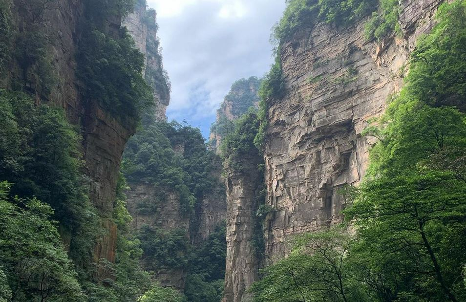 https: img.okezone.com content 2021 07 31 406 2448851 corona-menggila-gunung-avatar-di-china-kena-lockdown-NiyYIQHVn7.JPG