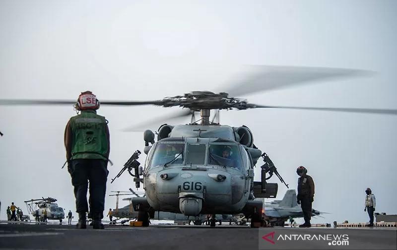 https: img.okezone.com content 2021 08 01 18 2449211 militer-as-bantu-tanker-minyak-israel-yang-diserang-di-lepas-pantai-GUPZGfR5rM.jpg