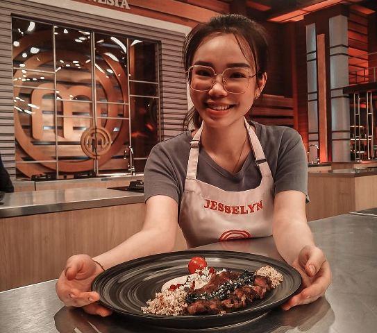 https: img.okezone.com content 2021 08 01 298 2449273 tantangan-mengolah-steak-buatan-jesselyn-jadi-favorit-juri-masterchef-indonesia-R2K725vhX3.jpg