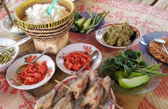 https: img.okezone.com content 2021 08 01 301 2449276 mengenal-sapek-panggang-kuliner-nikmat-khas-dangau-pasawangan-agam-QZz6ZV0Ap8.JPG