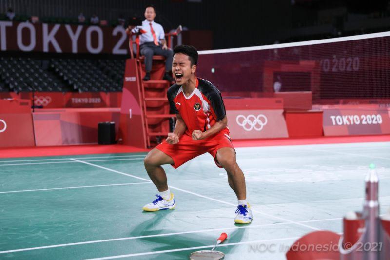 https: img.okezone.com content 2021 08 01 40 2449088 punya-kemiripan-dengan-taufik-hidayat-anthony-ginting-sumbang-emas-bagi-indonesia-di-olimpiade-tokyo-2020-A2tMJEjB0t.jpg