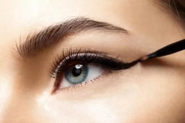 https: img.okezone.com content 2021 08 01 611 2449105 jangan-gunakan-eyeliner-di-garis-air-mata-ini-bahayanya-gRNIVqo52e.jpg