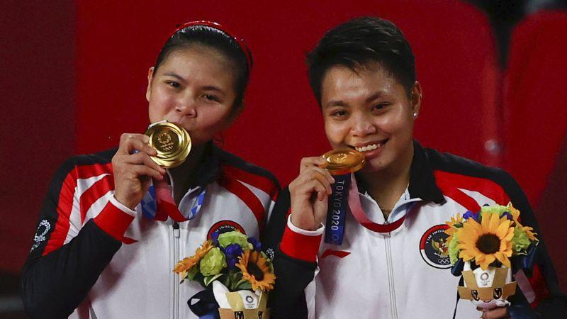 https: img.okezone.com content 2021 08 02 40 2449553 greysia-polii-apriyani-rahayu-raih-emas-olimpiade-tokyo-2020-indonesia-pernah-menang-di-semua-nomor-bulu-tangkis-olimpiade-NSeJX6Wq8G.jpg