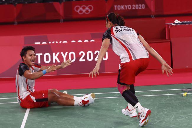 https: img.okezone.com content 2021 08 02 40 2449668 apriyani-rahayu-ceritakan-perjuangan-panjang-raih-emas-di-olimpiade-tokyo-2020-msOgHawFBX.JPG