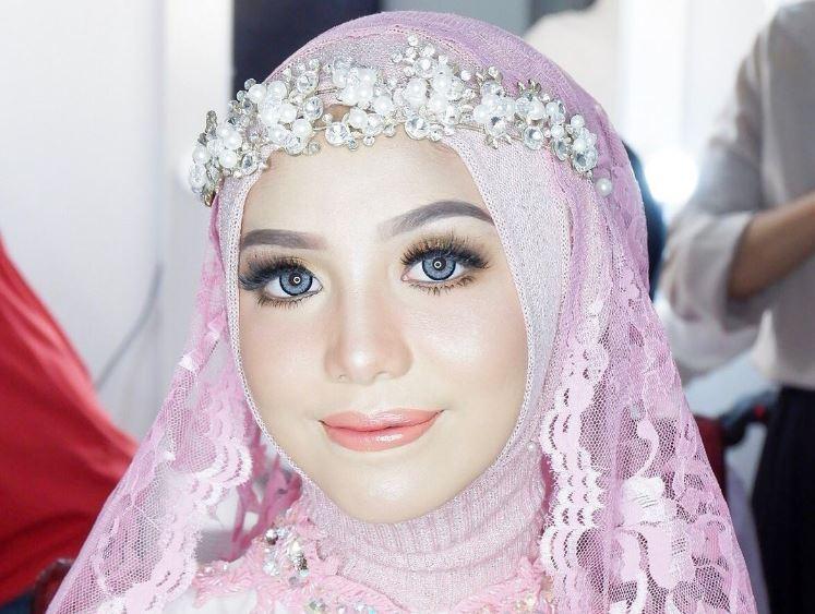 https: img.okezone.com content 2021 08 02 406 2449442 cantiknya-pramugari-aulia-fatul-dalam-balutan-hijab-warganet-mau-dong-dipegang-x9yEuAaWZH.JPG