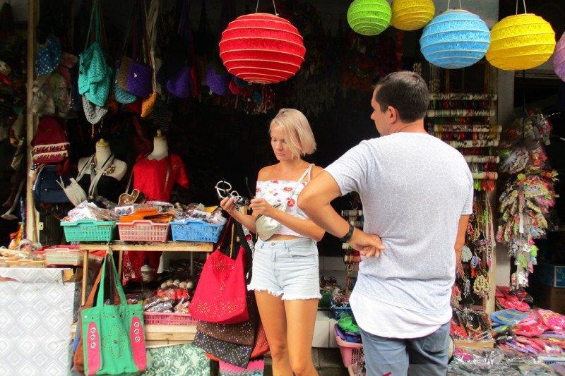 https: img.okezone.com content 2021 08 02 406 2449593 indonesia-dikunjungi-140-850-wisatawan-mancanegara-pada-juni-2021-ini-rinciannya-iKwu3c0tGB.jpg