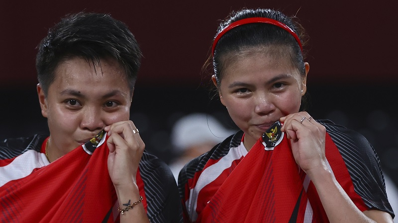 https: img.okezone.com content 2021 08 02 43 2449365 3-medali-berpeluang-disabet-kontingen-indonesia-di-olimpiade-tokyo-2020-hari-ini-greysia-polii-apriyani-rahayu-raih-emas-ge4vw0AeuB.jpg