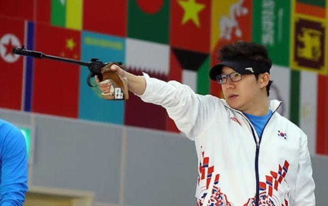 https: img.okezone.com content 2021 08 02 43 2449455 profil-jin-jong-oh-penembak-korea-selatan-yang-sebut-atlet-iran-teroris-U95keMjyCy.jpg