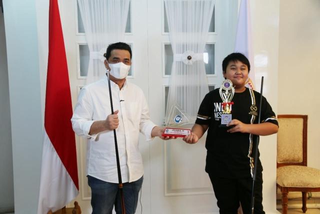 https: img.okezone.com content 2021 08 02 43 2449810 4-atlet-yunior-indonesia-bertanding-di-turnamen-internasional-biliar-di-las-vegas-SF1ceBktT4.jpg