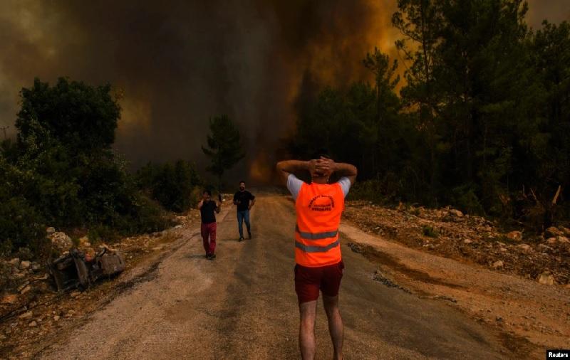 https: img.okezone.com content 2021 08 03 18 2449919 gelombang-panas-picu-kebakaran-hutan-di-turki-hingga-yunani-XhYRU8Vmbk.jpg