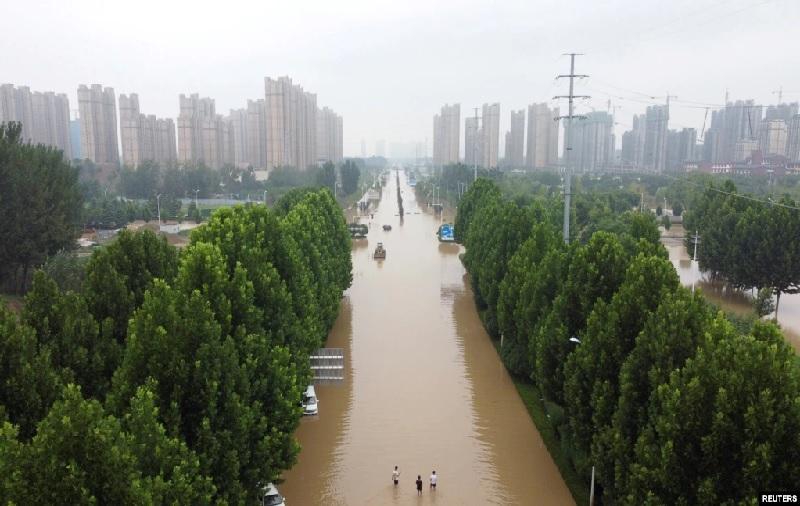 https: img.okezone.com content 2021 08 03 18 2449963 korban-tewas-akibar-banjir-di-china-melonjak-hingga-300-orang-5a063ijSsv.jpg