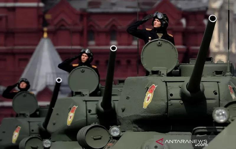 https: img.okezone.com content 2021 08 03 18 2449973 rusia-kirim-800-tentara-untuk-tingkatkan-latihan-militer-di-dekat-perbatasan-afghanistan-9CpTgdMgoS.jpg