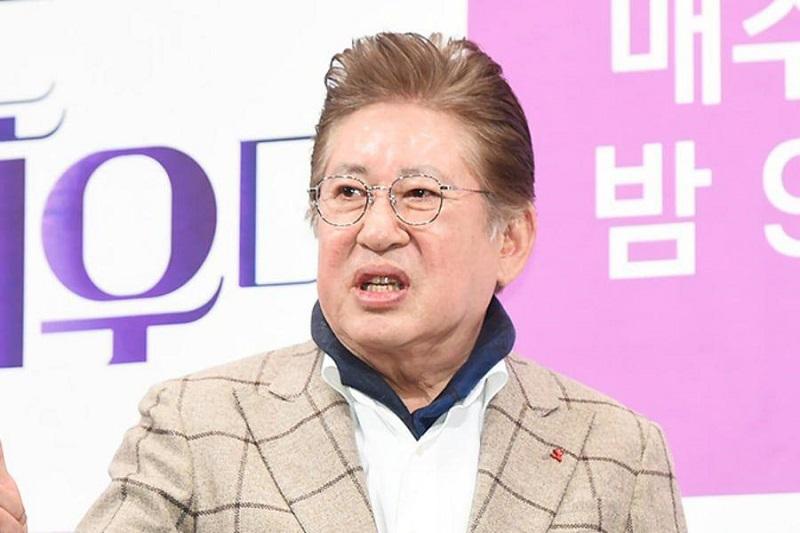 https: img.okezone.com content 2021 08 03 33 2450215 malu-punya-anak-di-usia-75-tahun-aktor-gaek-kim-yong-gun-minta-pacar-aborsi-q29nLZ0yBZ.jpeg