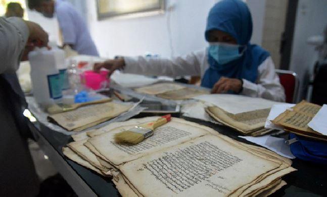 https: img.okezone.com content 2021 08 03 406 2450012 manuskrip-kuno-koleksi-museum-aceh-didigitalisasi-demi-mudahkan-wisatawan-s9Wm9hohsK.JPG