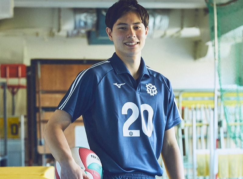 https: img.okezone.com content 2021 08 03 43 2449920 ran-takahashi-atlet-voli-jepang-di-olimpiade-tokyo-2020-yang-disebut-mirip-nicholas-saputra-wwYNDzmPBV.jpg