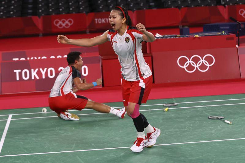 https: img.okezone.com content 2021 08 03 47 2450117 raih-medali-emas-olimpiade-tokyo-2020-greysia-polii-ngaku-fans-inter-milan-DxWRAICHuU.jpg