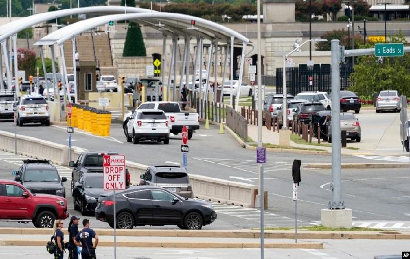 https: img.okezone.com content 2021 08 04 18 2450501 pentagon-ditutup-usai-penembakan-di-dekat-stasiun-metro-5bn0a6OMa1.jpg
