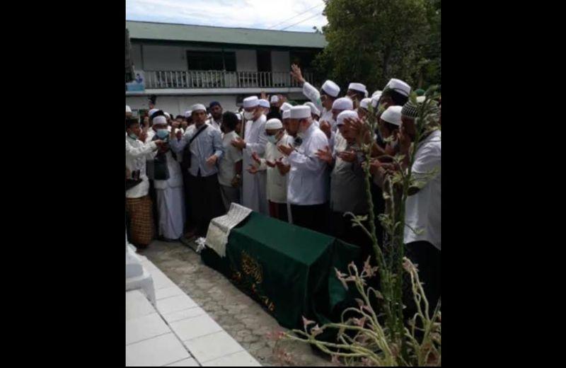 https: img.okezone.com content 2021 08 04 340 2450769 ribuan-orang-iringi-pemakaman-habib-saggaf-aljufri-izkLNNKv8O.jpg
