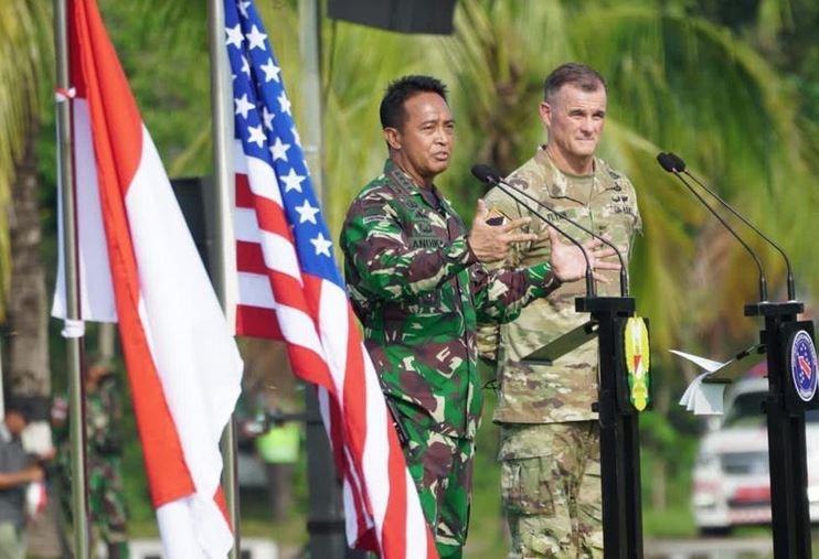 https: img.okezone.com content 2021 08 04 340 2450990 prajurit-tni-dan-ratusan-us-army-latih-tempur-bersama-di-balikpapan-yleOMfVk8N.JPG