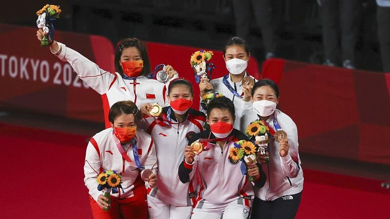 https: img.okezone.com content 2021 08 04 40 2450535 greysia-apriyani-disanjung-netizen-china-usai-sabet-emas-olimpiade-tokyo-2020-chen-jia-diserang-S2ukVfTu7v.jpg