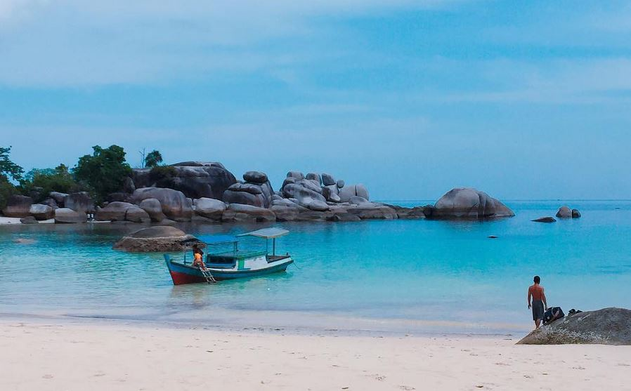 https: img.okezone.com content 2021 08 04 408 2450582 deretan-film-yang-suguhkan-pemandangan-indah-indonesia-qzXhtaA6aY.JPG