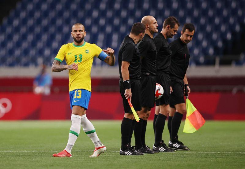 https: img.okezone.com content 2021 08 04 51 2450551 jelang-final-spanyol-vs-brasil-di-final-sepakbola-olimpiade-tokyo-2020-dani-alves-di-ambang-pertajam-rekor-HXBksv07Up.jpg