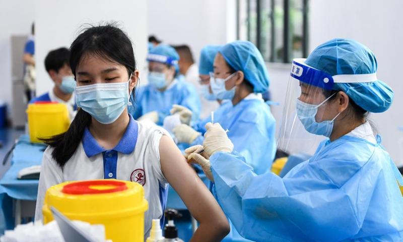 https: img.okezone.com content 2021 08 05 18 2451230 china-targetkan-vaksinasi-siswa-untuk-kendalikan-lonjakan-covid-19-KO9SXWVyg9.jpeg