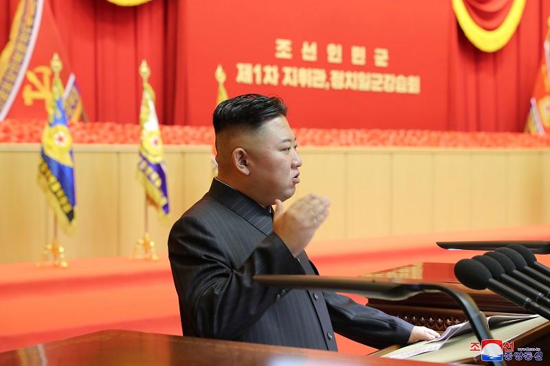 https: img.okezone.com content 2021 08 05 18 2451348 terlihat-dengan-perban-misterius-media-korsel-sebut-kim-jong-un-dalam-keadaan-sehat-heKW1ml2Ky.JPG