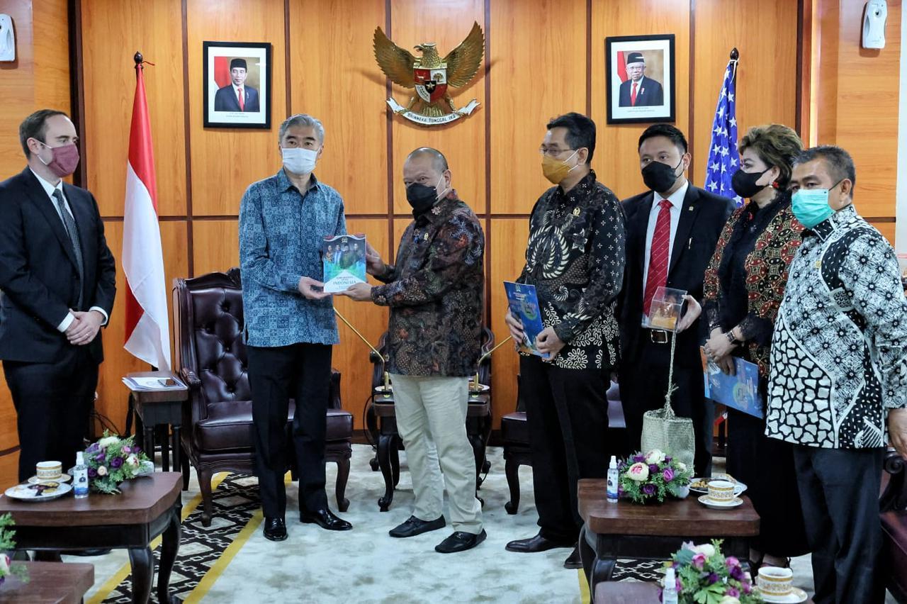 https: img.okezone.com content 2021 08 05 337 2451331 selain-latihan-militer-ketua-dpd-ri-berharap-indonesia-as-tingkatkan-kerja-sama-alutsista-oUioGOsBkn.jpg