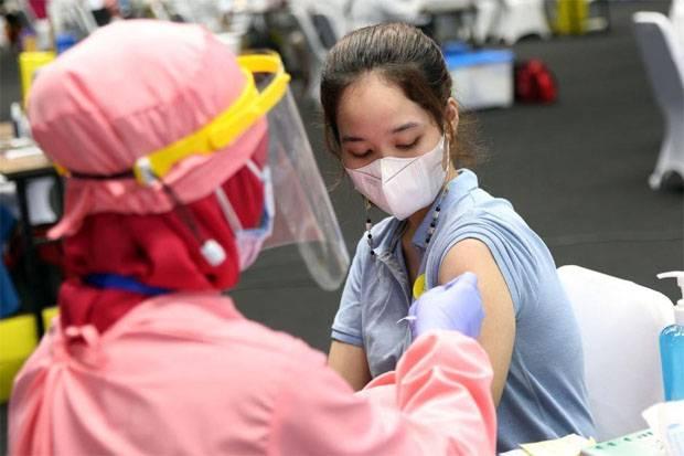 https: img.okezone.com content 2021 08 05 337 2451586 satgas-masyarakat-yang-tak-punya-nik-tetap-bisa-vaksinasi-eY7SVDF2kQ.jpg