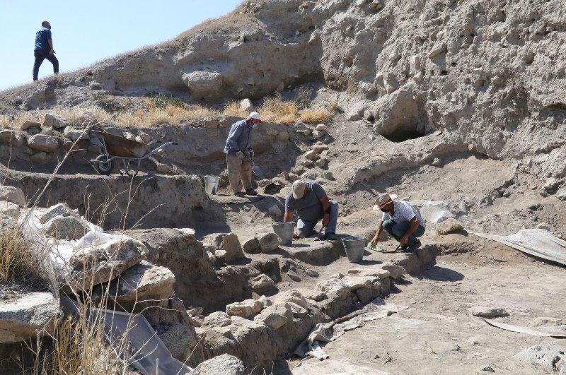 https: img.okezone.com content 2021 08 05 406 2451527 ungkap-sejarah-5-500-tahun-lalu-permukiman-kuno-kembali-digali-ZEOjwSuVlT.jpg
