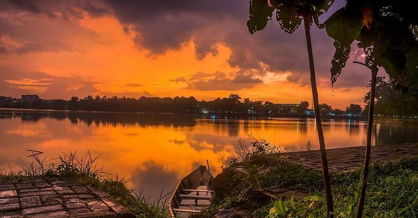 https: img.okezone.com content 2021 08 05 408 2451391 5-danau-terkenal-angker-di-jawa-barat-kisah-mistisnya-bikin-merinding-D4Skv9caV3.jpg