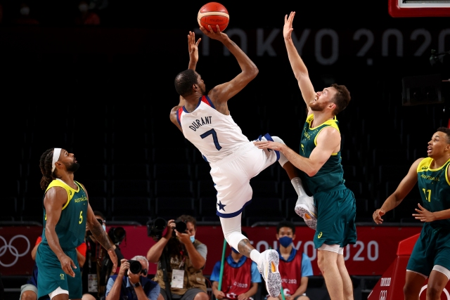 https: img.okezone.com content 2021 08 05 43 2451328 hasil-semifinal-basket-olimpiade-tokyo-2020-amerika-serikat-hantam-australia-bx6b4Esm7t.jpg
