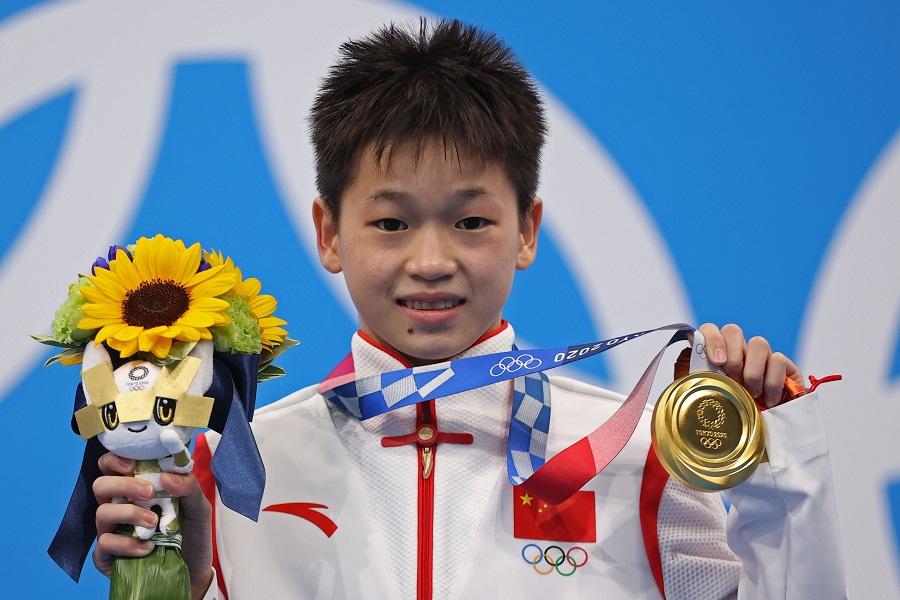 https: img.okezone.com content 2021 08 05 43 2451530 luar-biasa-atlet-china-14-tahun-raih-medali-emas-olimpiade-tokyo-2020-qpu2HENlDI.jpg