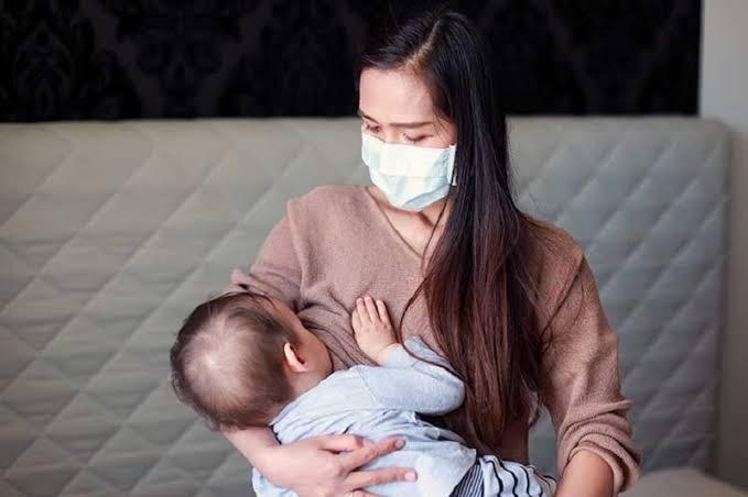 https: img.okezone.com content 2021 08 05 481 2451129 dokter-bagikan-cara-aman-beri-asi-ketika-ibu-atau-bayi-positif-covid-19-iSWgp7lwpC.jpg