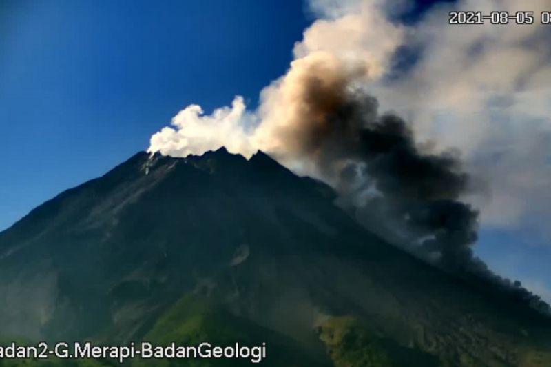 https: img.okezone.com content 2021 08 05 510 2451231 gunung-merapi-6-kali-luncurkan-awan-panas-guguran-QNd40lGYXe.jpg