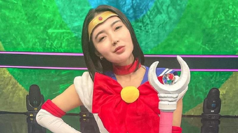 https: img.okezone.com content 2021 08 06 194 2452159 wika-salim-cosplay-ala-sailor-moon-netizen-ngebet-jadi-tuxedo-bertopeng-EOBtnJeQN3.jpg