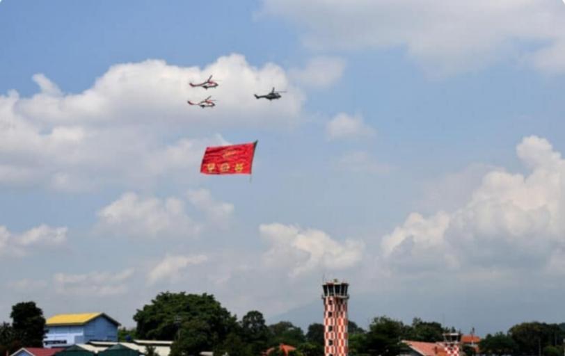 https: img.okezone.com content 2021 08 06 337 2451654 6-pesawat-tni-au-kibarkan-bendera-di-atas-langit-bogor-jelang-hut-ke-76-ri-Uc2sITbW2J.jpg