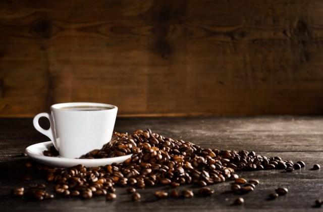 https: img.okezone.com content 2021 08 06 481 2451843 jangan-terlalu-sering-minum-kopi-ini-efek-buruknya-untuk-kesehatan-hPXGGTKDMw.jpg