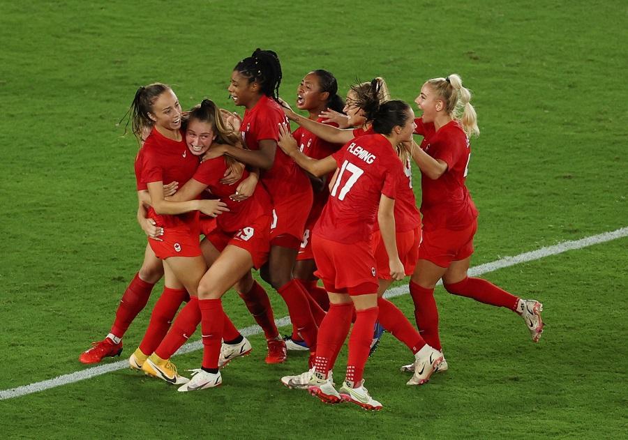 https: img.okezone.com content 2021 08 06 51 2452139 hasil-sepakbola-putri-olimpiade-tokyo-2020-sikat-swedia-di-adu-penalti-kanada-segel-medali-emas-7FOXbLdg2I.jpg